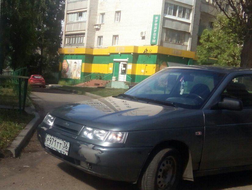 Воронежцев возмутила «пятнадцатая», которая перегородила выезд со двора