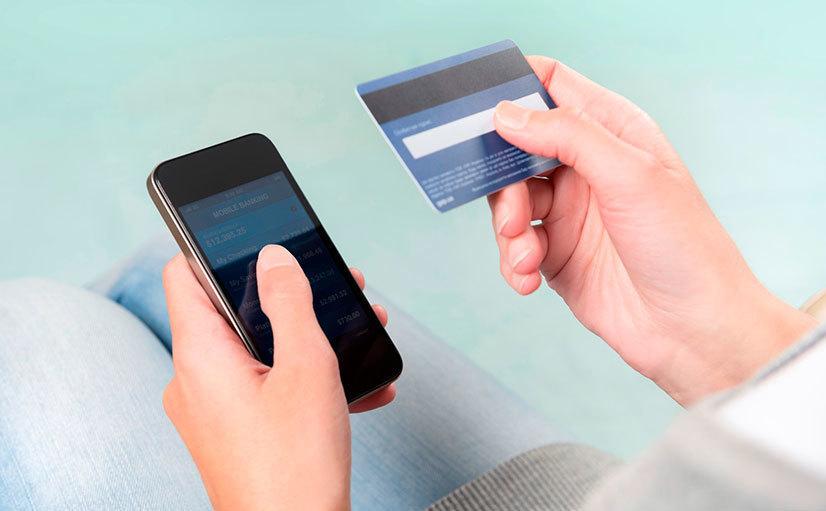 ВПетербурге стали чаще переводить деньги через мобильные телефоны