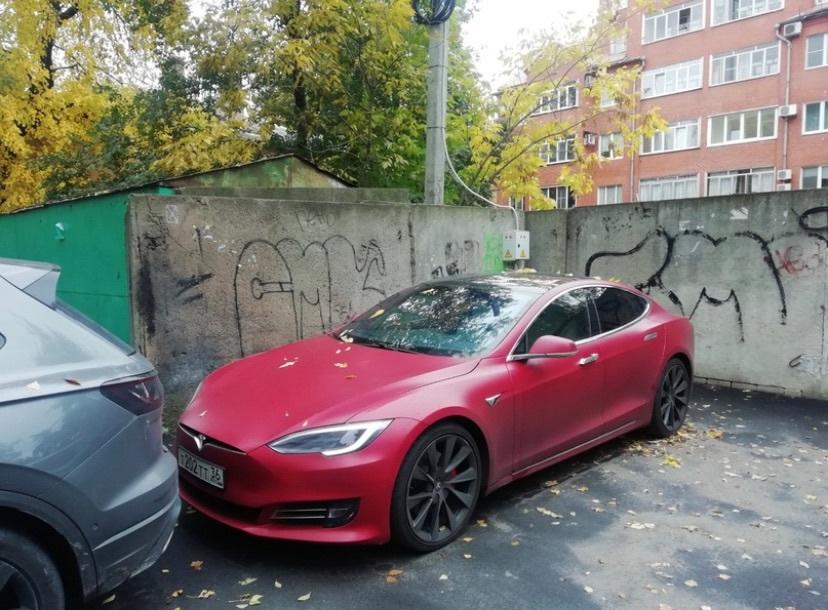 Зарядку Tesla среди российской действительности увидели в Воронеже