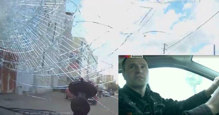 Воронежский автомобилист рассказал про разъяренную блондинку, которая выбила ему лобовое стекло ногой
