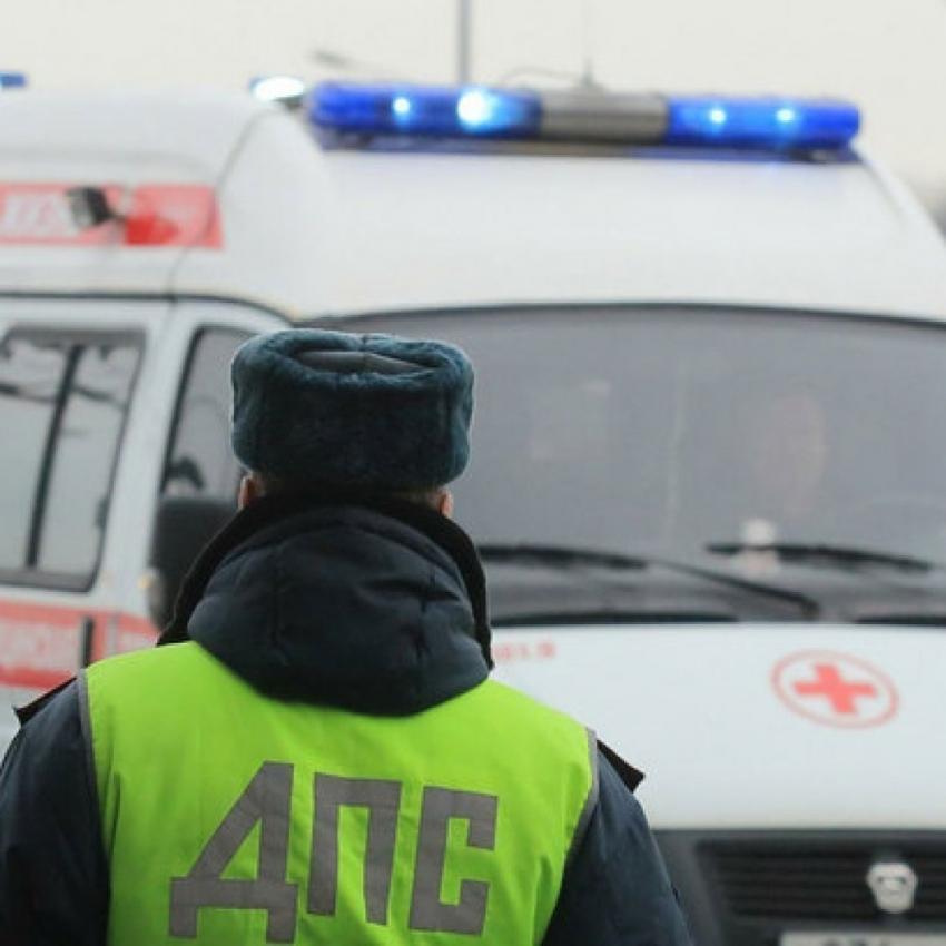 Ночью 12июня вВоронеже полицейский наличном авто врезался вдерево