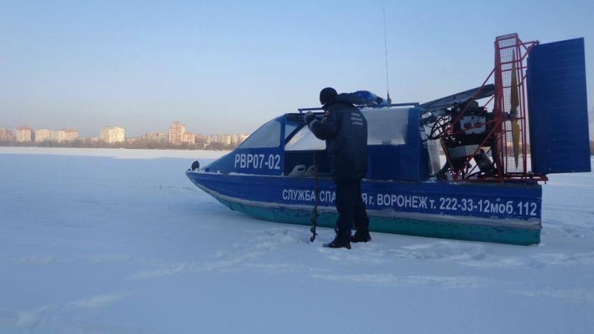 Воронежские cотрудники экстренных служб поведали отолщине льда наводохранилище