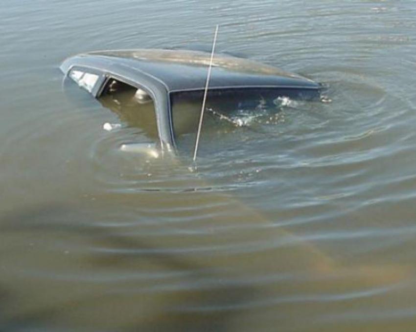 ВМичуринском районе надне реки отыскали автомобиль спогибшими людьми