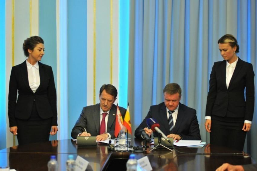 Николай Любимов подписал соглашение осотрудничестве сВоронежской областью