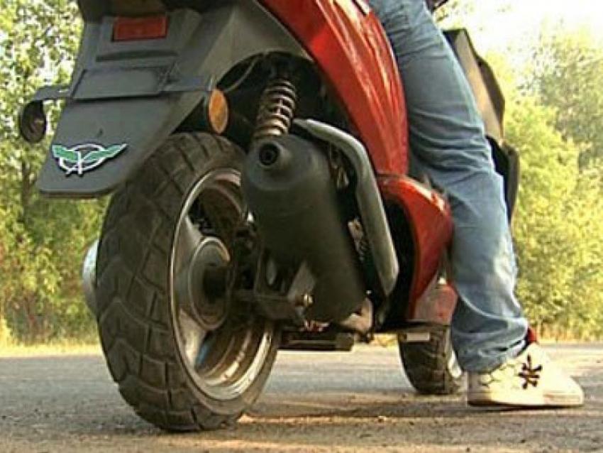 ВВоронеже разыскивают скутериста, сбившего 10-летнего ребенка