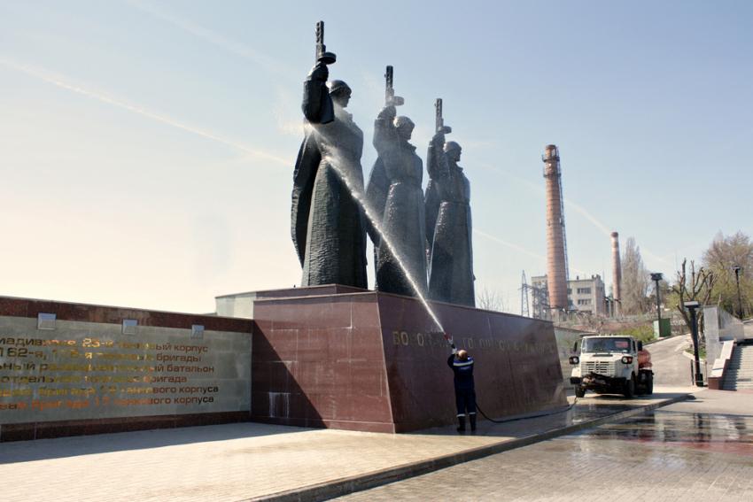 ВВоронеже помыли монумент наЧижовском плацдарме