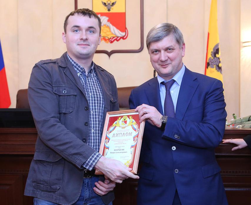 В соцсетях обсудили внешний вид мэра Воронежа: «Можно ли застегивать пиджак на нижнюю пуговицу?»