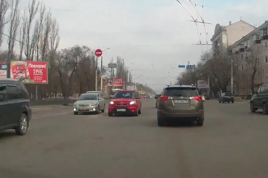 Блондинку-автомобилистку на розовой «Киа» оштрафовали в Воронеже