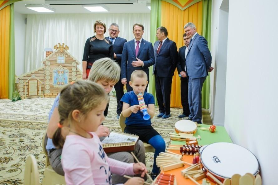 Алексей Гордеев посетил новый детский сад в воронежском микрорайоне Шилово