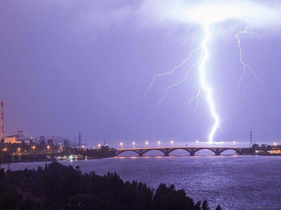 Абсолютно блистательные молнии запечатлели в Воронеже
