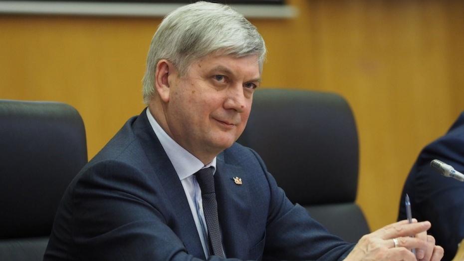 Александр Гусев высказал мнение по переименованию Воронежского аэропорта