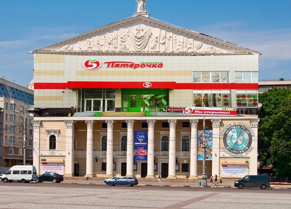 Пятерочку надстроили умельцы над театром оперы и балета в Воронеже