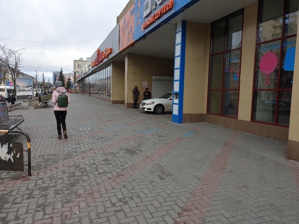 Mercedes продемонстрировал, что позволяют делать номера ААА в Воронеже