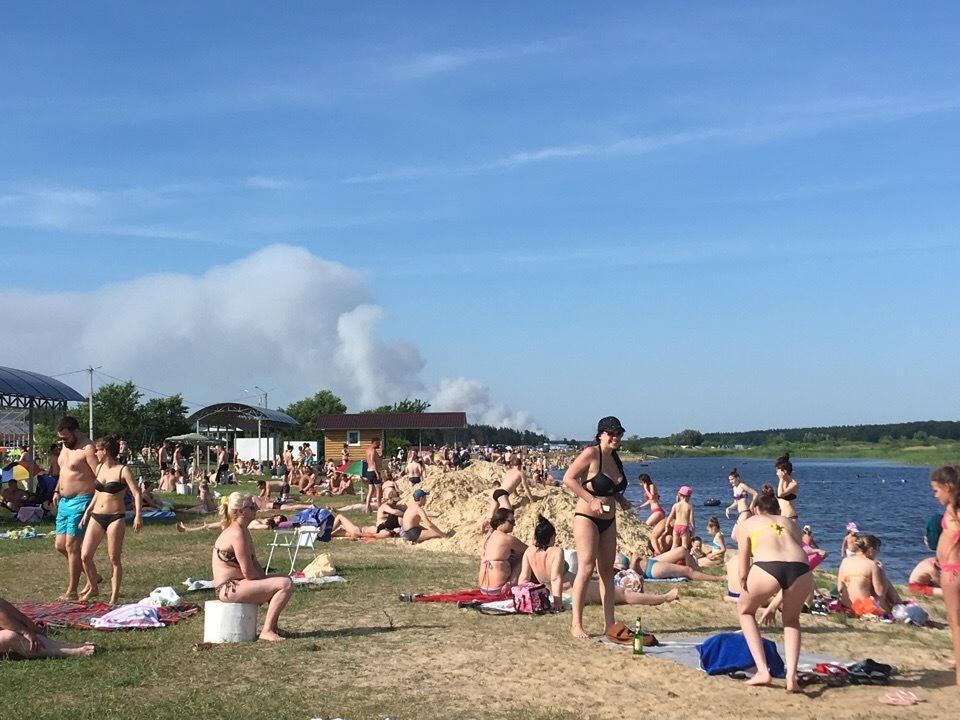 Воронежец снял пляжный экстаз земляков на фоне полыхающего леса