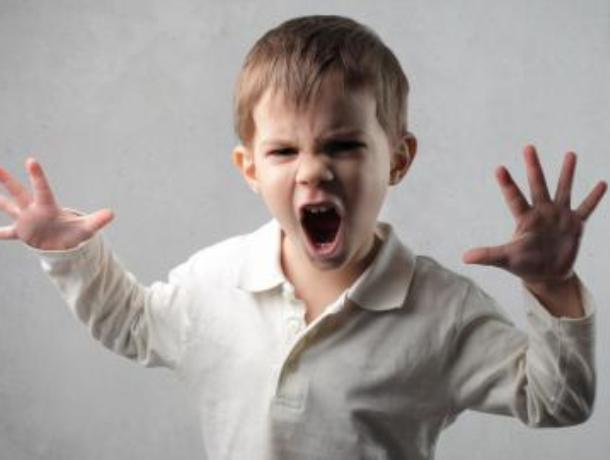 Воронежцы пожаловались на неуправляемых детей в кандалах