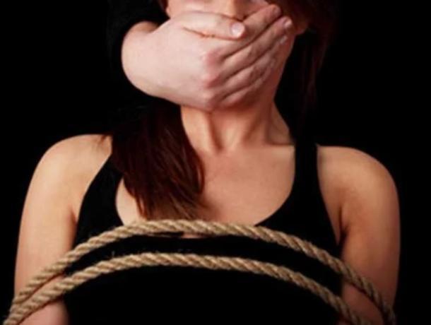 Воронежцев предупредили о похитителях женщин на кроссовере