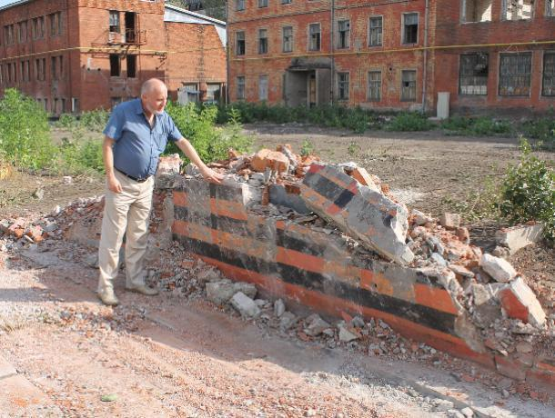 Воронежские активисты заинтересовались варварским сносом памятника погибшим рабочим завода Коминтерна