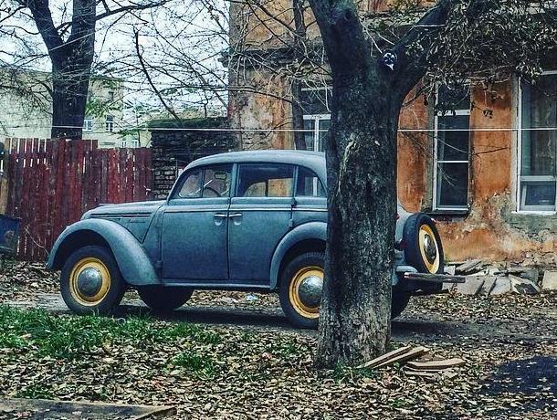 В Воронеже сфотографировали легендарный четырехсотый «Москвич» 50-х годов