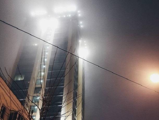 Эпичный снимок небоскреба в тумане впечатлил воронежцев