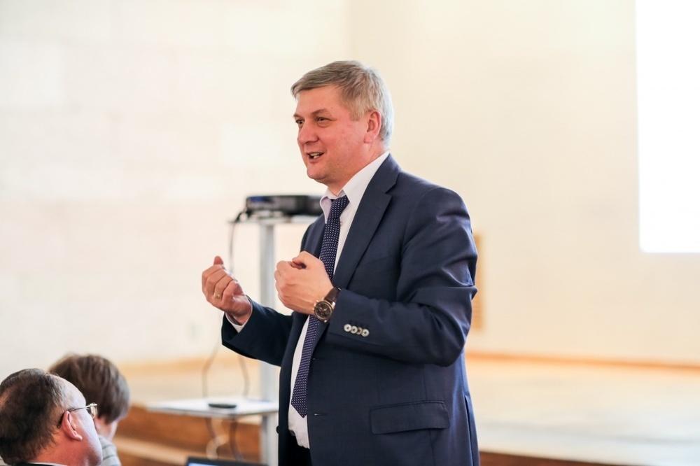 Воронежский губернатор Гусев набрал 9 очков влиятельности