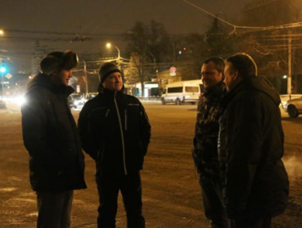 Стильный мэр Кстенин устроил ночную инспекцию в Воронеже