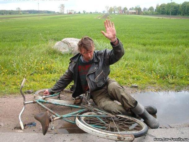 Воронежец разбросал по полю украденный велосипед