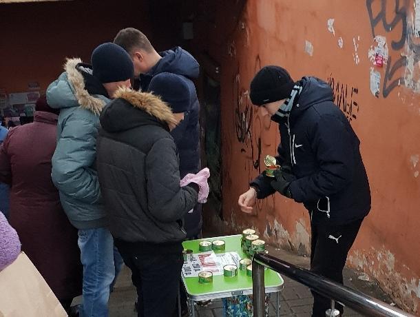 Воронежцы сообщили о равнодушии полицейского к уличным торговцам икрой