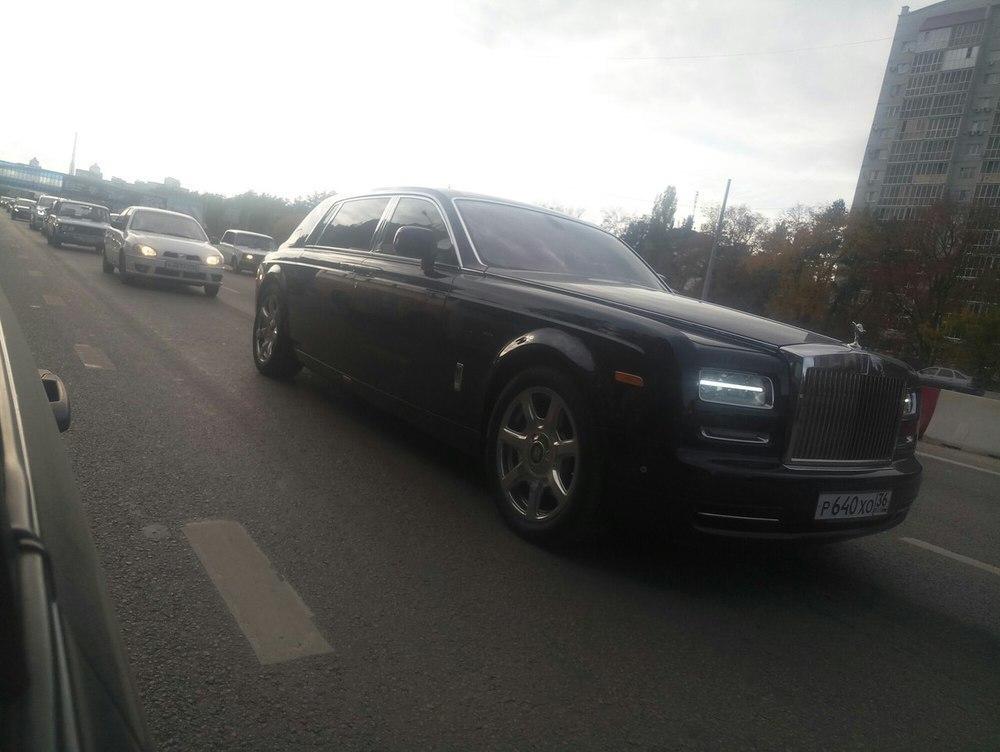На трассах Воронежа увидели Роллс Ройс Phantom за20 млн руб.