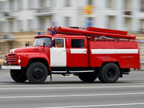 В Воронеже 44 спасателя тушили склад с каучуком