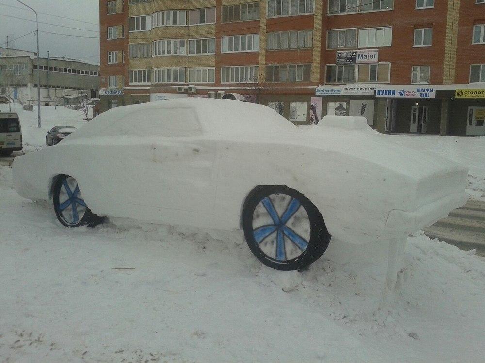 В Воронеже из снега вылепили культовый Dodge Challenger