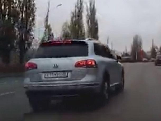 Редкостного автохама на элитном внедорожники сняли на видео в Воронеже