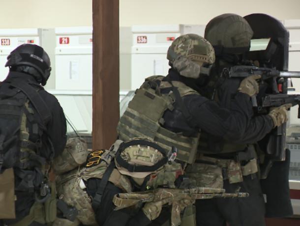 Опубликовано фото операции силовиков на Центральном рынке в Воронеже