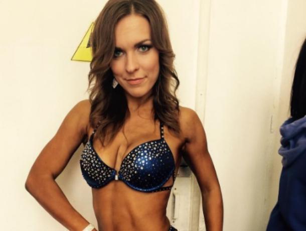Красивым телом восхитила воронежцев спортсменка фитнес-бикини
