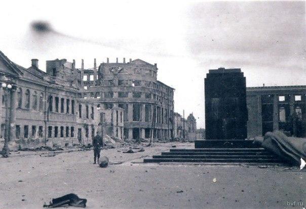 Площадь Ленина с разбитым памятником показали воронежцам