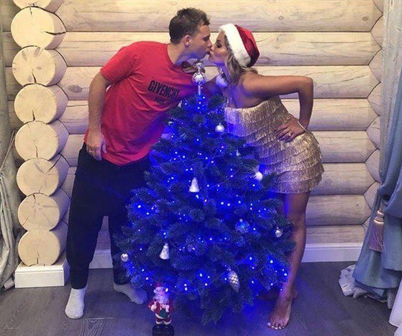 Воронежец Роман Шишкин вместе с красавицей-женой поздравил всех с Рождеством