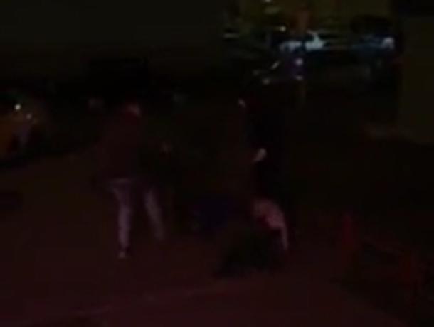 Массовое избиение лежачего парня сняли в Воронеже