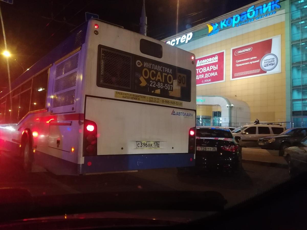 Коптящий 90-й автобус воронежцы назвали «скотовозом»