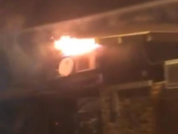 Попытки спасти горящее кафе сняли на видео в Воронеже