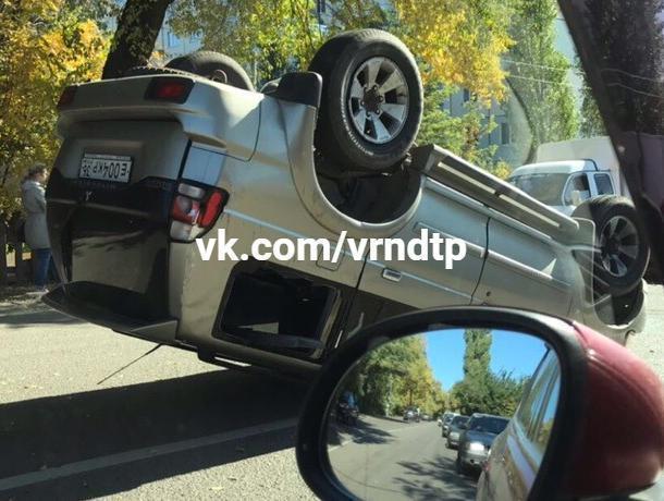 Авария с перевертышем в Воронеже собрала километровую пробку