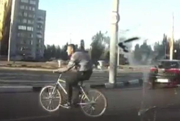 Живой труп на велосипеде сняли на видео в Воронеже