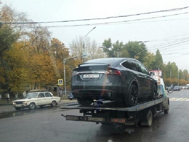 В Воронеже эвакуировали кроссовер Tesla Model X стоимостью 138 тыс долларов
