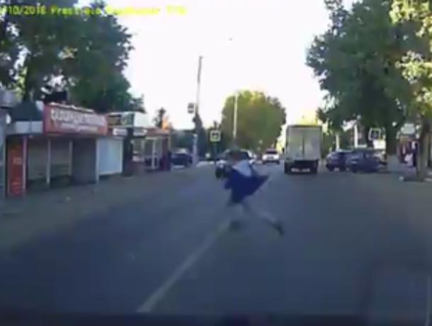 Ловкость автомобилиста спасла подростка- нарушителя в Воронеже
