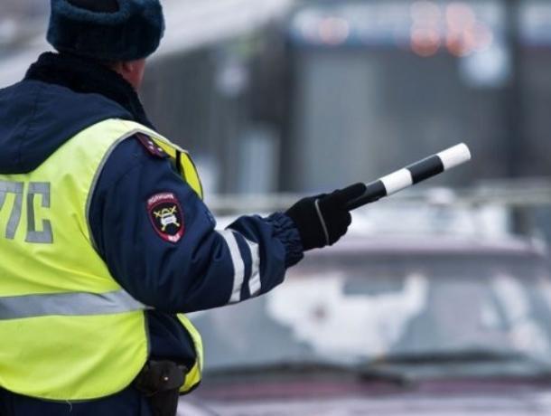 В Воронеже азербайджанец на Mercedes сбил инспектора ДПС