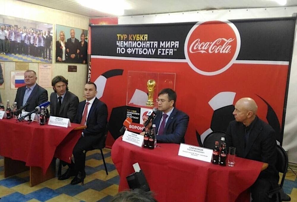 Руками не трогать: главный футбольный трофей прибыл на четыре дня в Воронеж