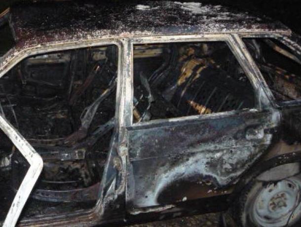В Воронеже выясняют, почему сгорела «девятка» на Левом берегу