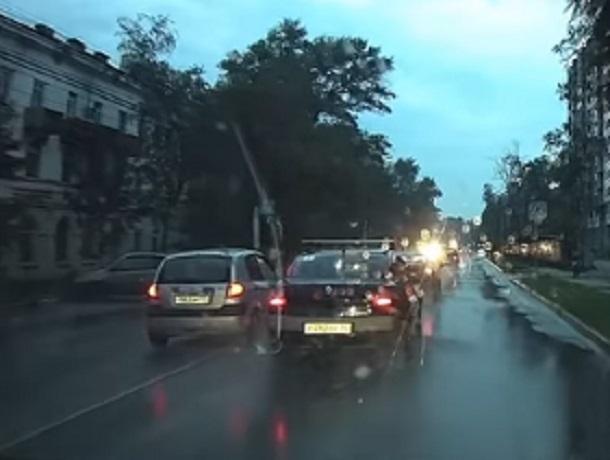Убийственное вождение Hyundai Getz сняли на видео в Воронеже
