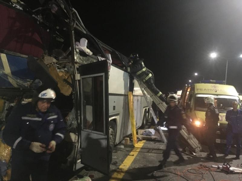 Опубликовано видео спасательной операции на месте ДТП с пятью погибшими