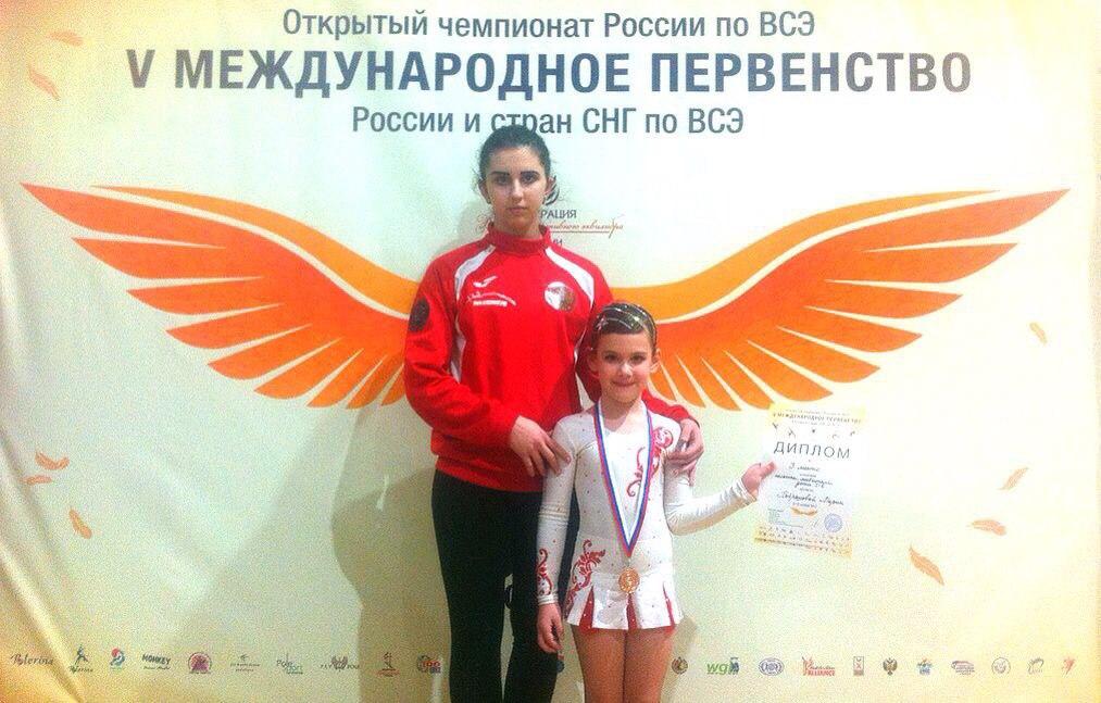 Самая юная воронежская воздушная гимнастка на полотнах покорила Москву