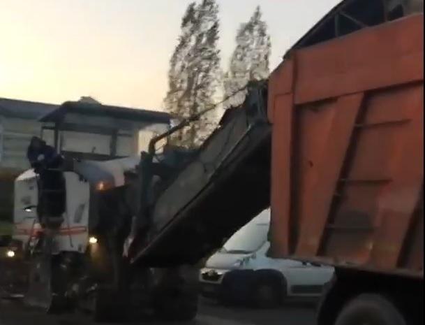 Возмущенные воронежцы сняли на видео ремонт на Московском проспекте в час пик