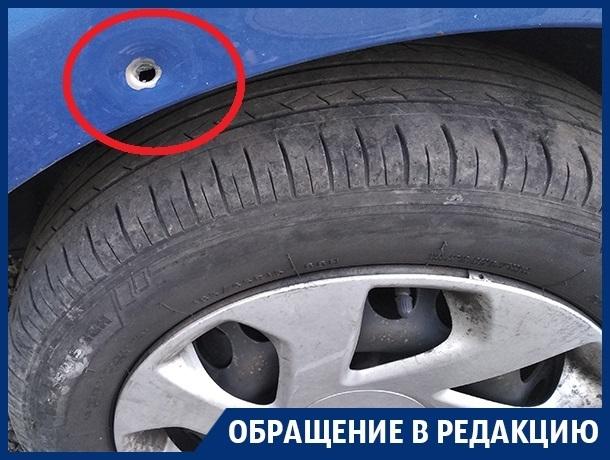 Пули пробили детский батут и крыло машины в Воронеже